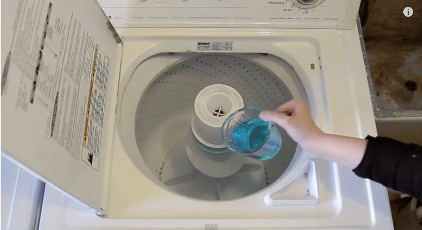 elle verse un bain de bouche dans sa machine laver regardez ce qui se passe c 39 est fait maison. Black Bedroom Furniture Sets. Home Design Ideas