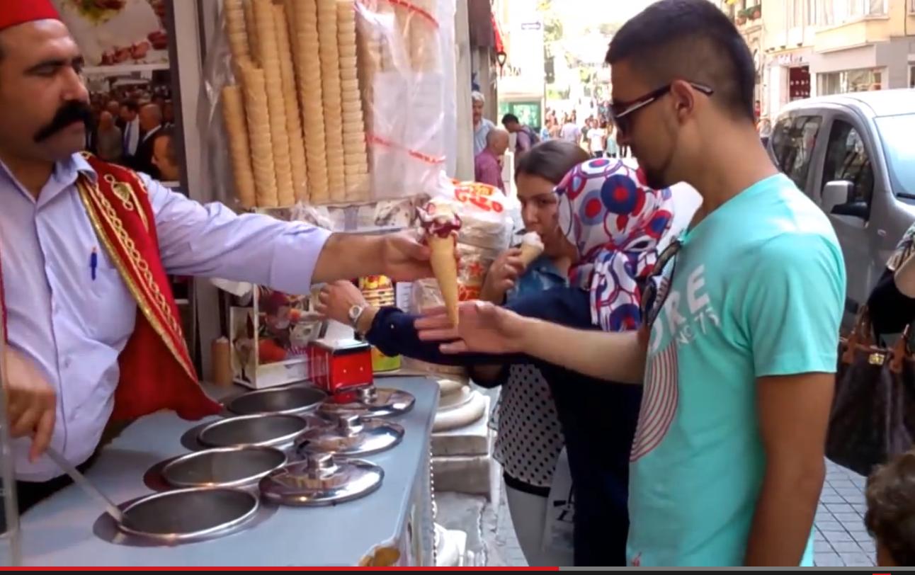 Quand vous acheter un cornet de glace en Turquie…Trop marrant !