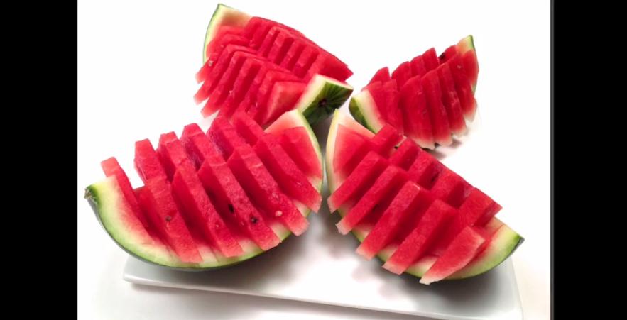 Une façon originale de couper le melon et impressionner vos amis