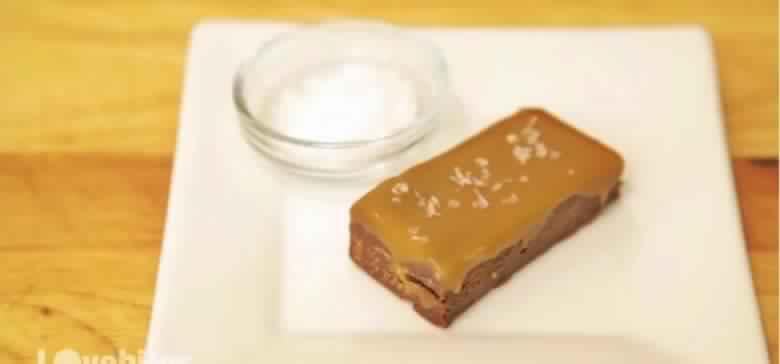Seulement 2 ingrédients pour réaliser cette délicieuse caramel salée