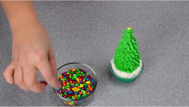 Une excellente astuce pour créer de magnifiques cupcakes sapins