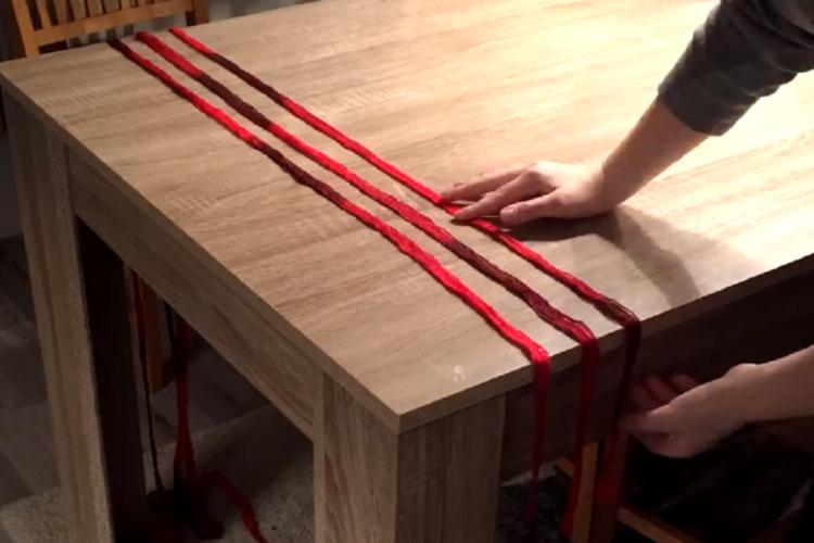 voici comment faire un foulard sans tricot ni crochet c 39 est fait maison. Black Bedroom Furniture Sets. Home Design Ideas