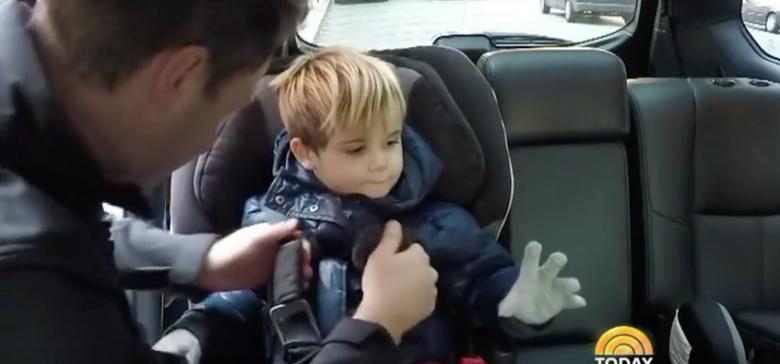 NE JAMAIS faire cela quand vous mettez votre enfant dans le siège auto! Cette information pourrait sauver la vie de votre enfant!