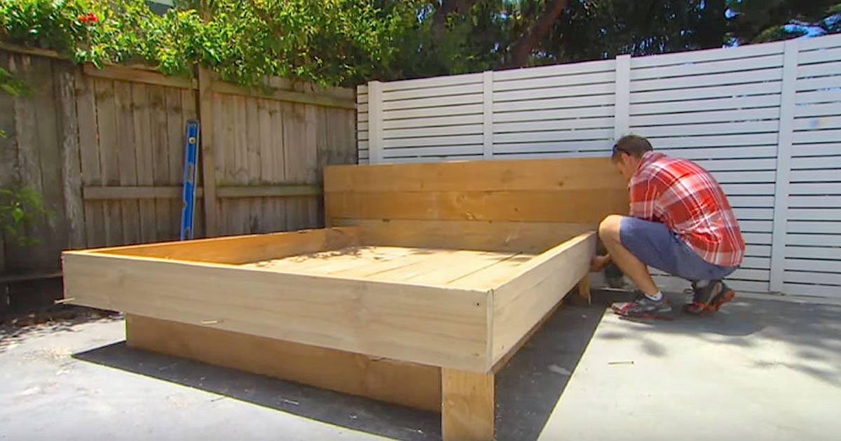 ce papa construit un lit pour le jardin mais attendez de voir le matelas g nie c 39 est fait. Black Bedroom Furniture Sets. Home Design Ideas