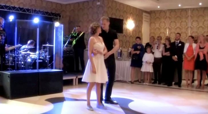 Les mariés se préparent à danser. Quand la musique commence, vous allez adorer!