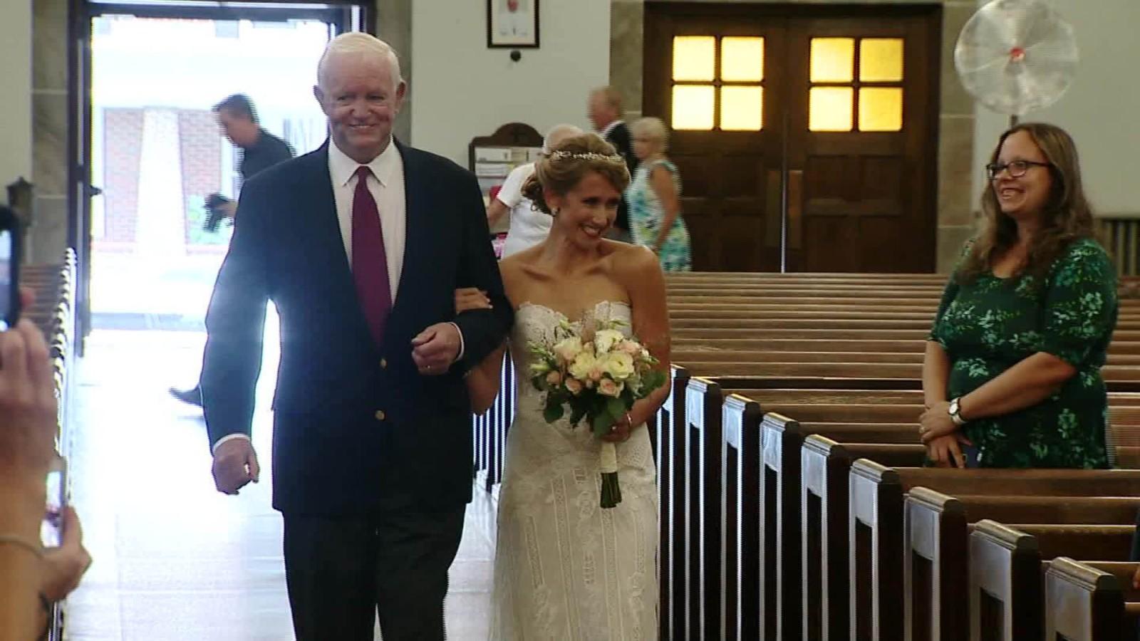 Elle se marie dans les bras de l'homme qui a reçu le cœur de son père