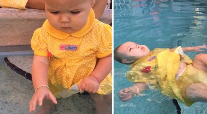 Cette petite suit un cours de natation pour les bébés: ce qu'elle a appris pourrait sauver sa vie