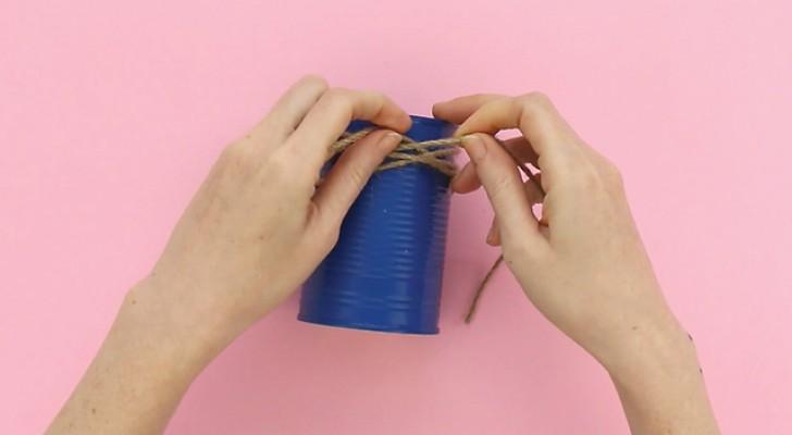 Voici une idée simple de transformer une boîte de conserve en un récipient pour les couverts