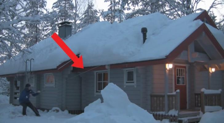 Cet homme veut enlever la neige sur le toit : sa technique est tellement ingénieuse!