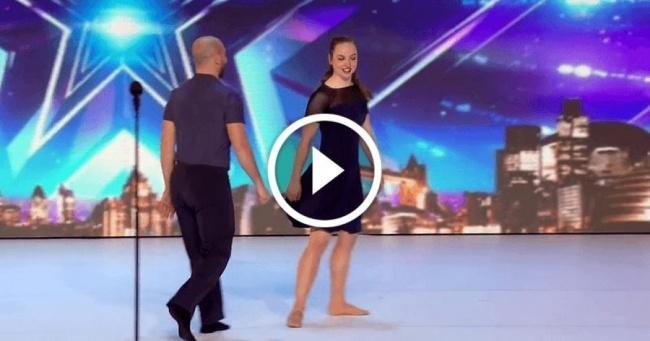 Ce couple danse d'une façon inédite. Hallucinant!