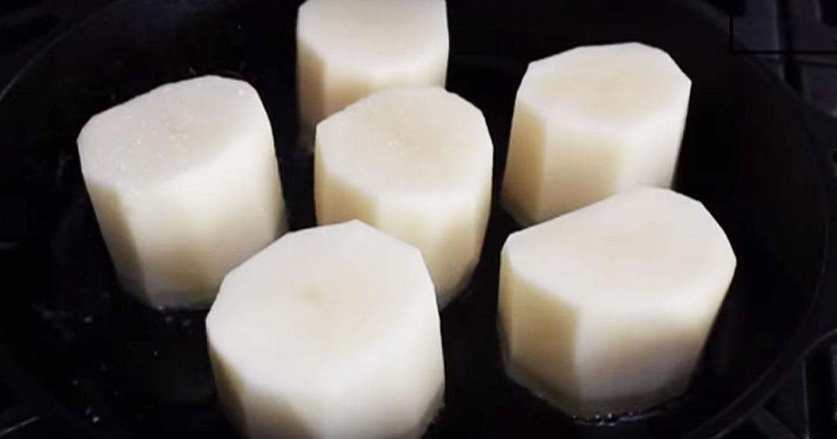 Placer les pommes de terre coup es dans une po le frire - Comment conserver des pommes de terre coupees ...