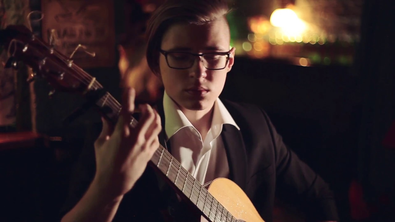 Vidéo : Alexandr Misko fait une reprise de Billie Jean en guitare fingerstyle. Génial!