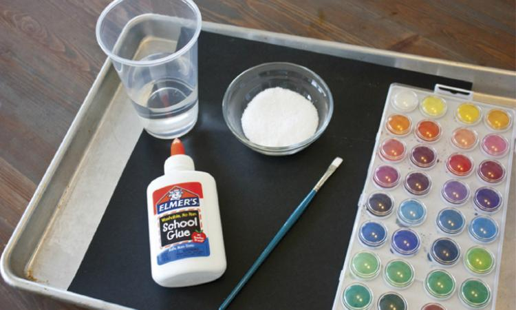 Voici comment peindre un feu d 39 artifice avec de la colle et du sel les enfants vont adorer c - Eliminer les pellicules avec du sel ...