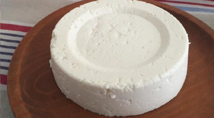 Avec 1 litre de lait un pot de yaourt et un demi citron voici comment faire du fromage maison - Comment faire du fromage blanc ...