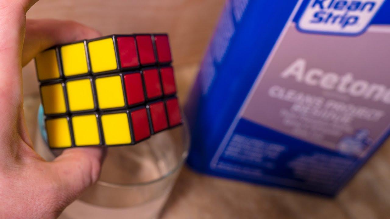 Il met un Rubik's Cube dans l'acétone. Voici ce qui va se produire!