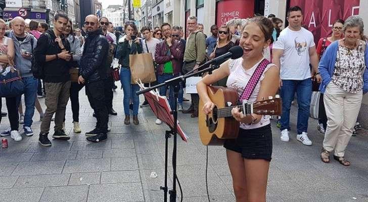 Cette fille 12 ans chante au cœur de Dublin: voici la vidéo qui a transformée en star