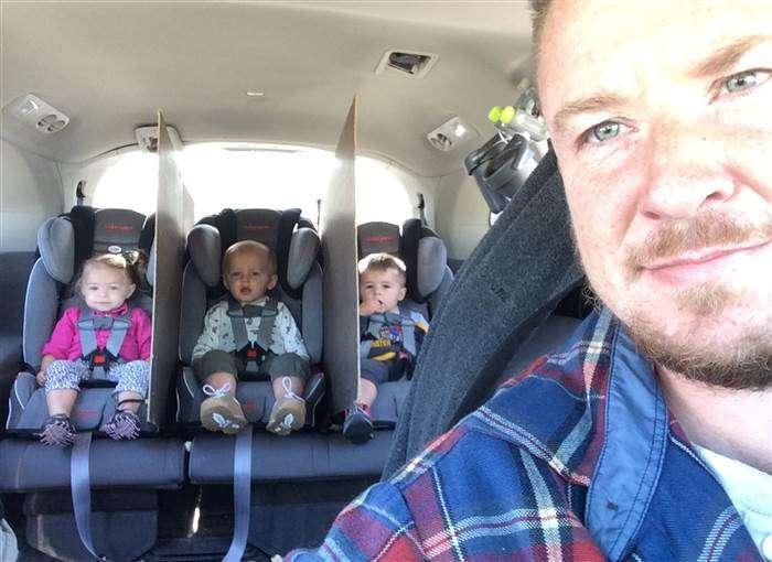 Ce papa a trouvé un moyen efficace et radical pour que ses triplés arrêtent de se disputer sur le siège arrière !