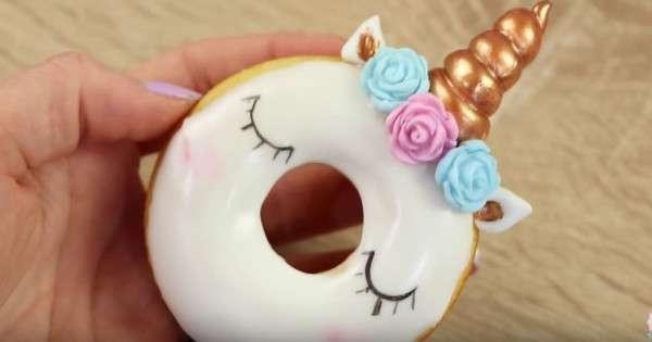 voici comment faire des donuts licorne vos enfants vont les adorer c 39 est fait maison. Black Bedroom Furniture Sets. Home Design Ideas