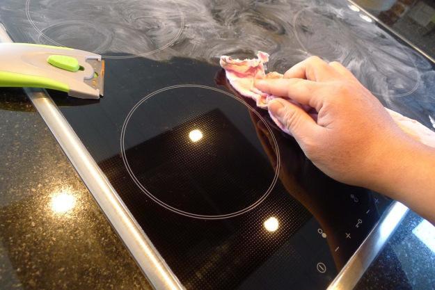 l 39 entretien de vos plaques de cuisson c 39 est fait maison. Black Bedroom Furniture Sets. Home Design Ideas