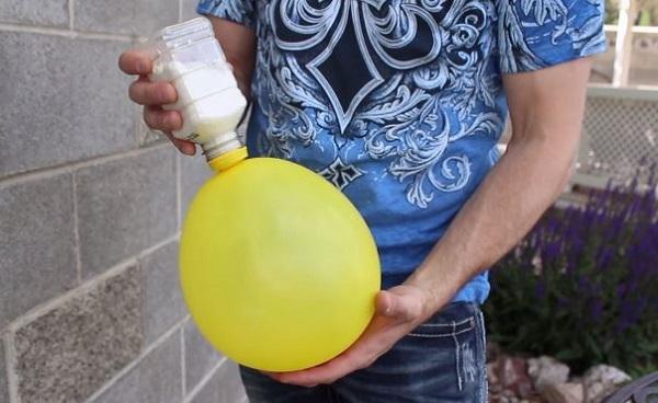Il remplit des ballons avec de la farine le r sultat est trop cool c 39 est fait maison - Comment degonfler un ballon ...