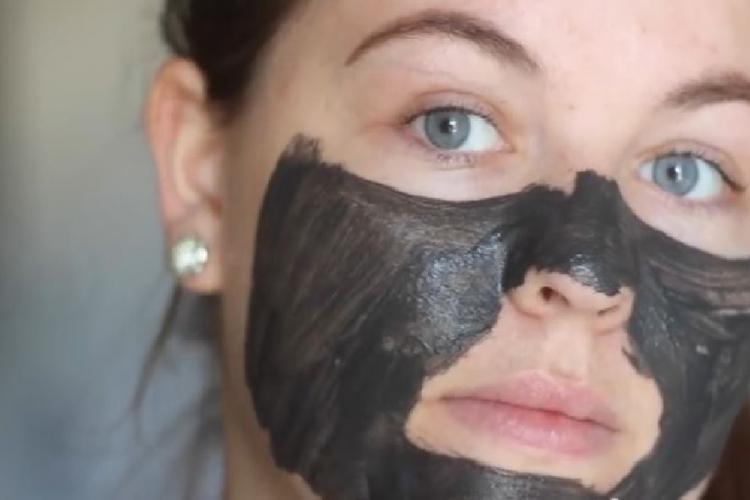 voici le meilleur masque maison pour enlever les points noirs du visage c 39 est fait maison. Black Bedroom Furniture Sets. Home Design Ideas